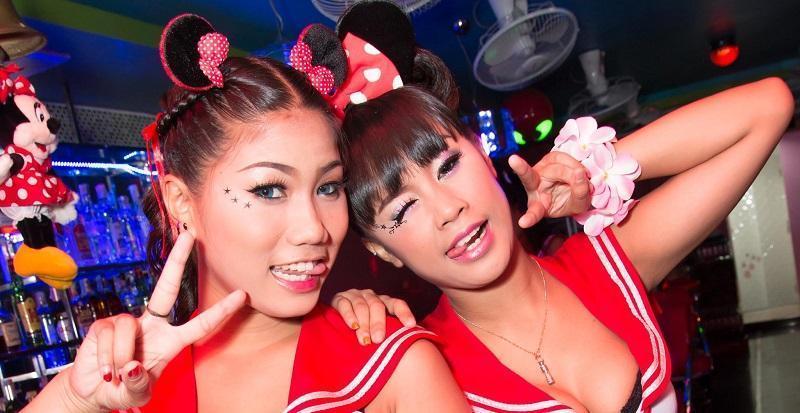 在泰国酒吧认识她那晚我英文瞬间6级,误以是我女友