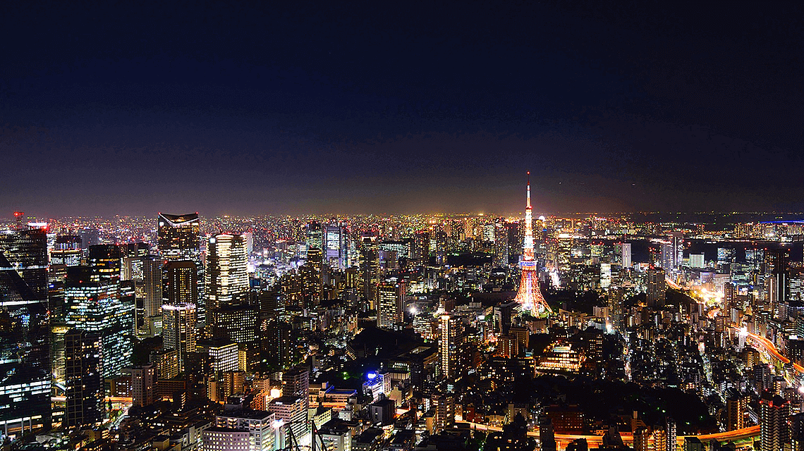 东京天际线在晚上,包括东京铁塔